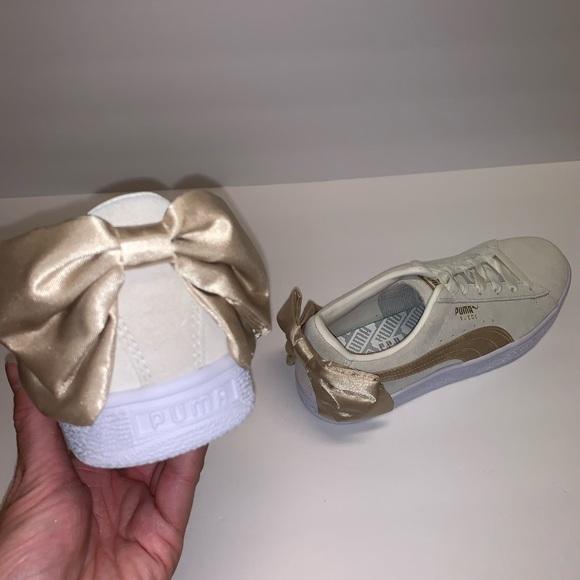 | PUMA Women's Suede Bow Varsity Sneaker